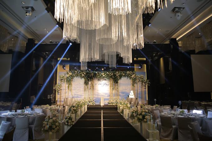 Đám cưới có sự tham gia của khoảng 720 khách mời là gia đình, bạn bè và người thân của uyên ương.