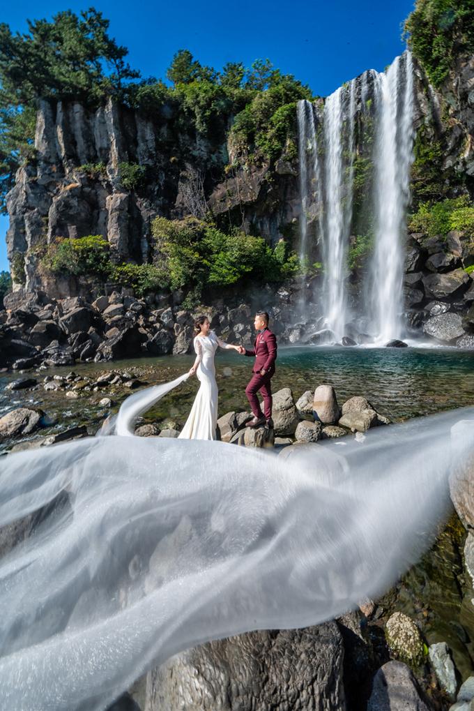 Ảnh cưới tựa thước phim tình cảm trong mùa lá đỏ Hàn Quốc