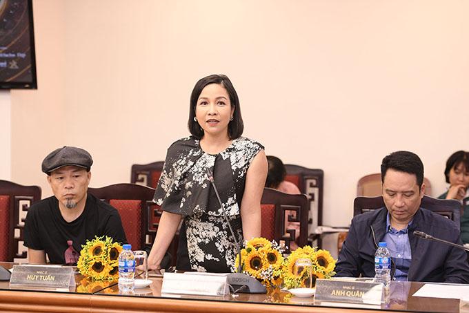 Nhạc sĩ Huy Tuấn, ca sĩ Mỹ Linh và nhạc sĩ Anh Quân tham dự buổi họp báo với tư cách khách mời.