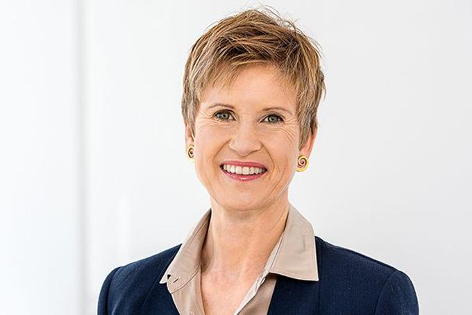 [Captio5. Susanne Klatten - 21 tỷ USDSusanne Klatten là một thành viên trong gia đình Quandt, gia tộc giàu nhất nước Đức đứng sau đế chế ôtô BMW. Bản thân bà Klatten đang giữ 19,2% cổ phần BMW còn em trai bà, Stefan Quandt có 23,7% cổ phần. Ngoài ra, tỷ phú 56 tuổi còn sở hữu và điều hành một số công ty về hóa chất và năng lượng.Ảnh:Getty.