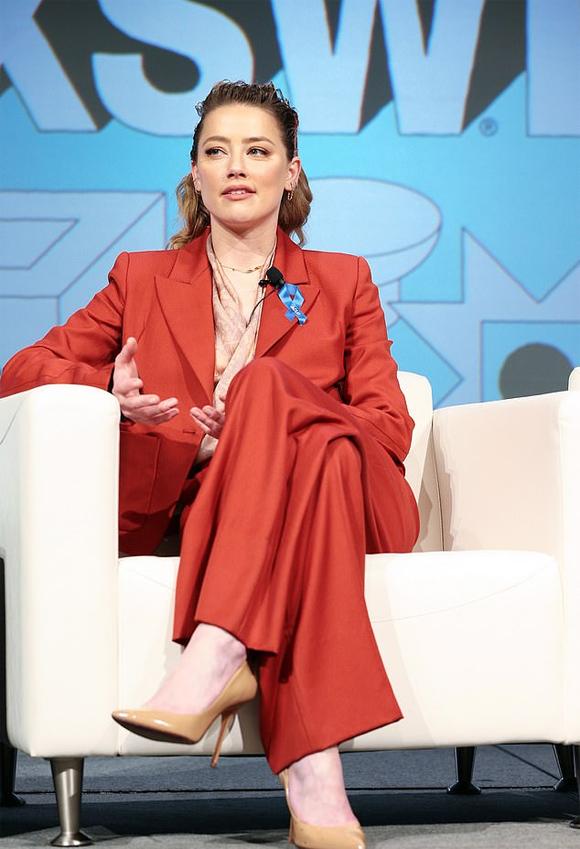 Amber Heard trong buổi tọa đàm tại liên hoan nghệ thuật South By Southwest.