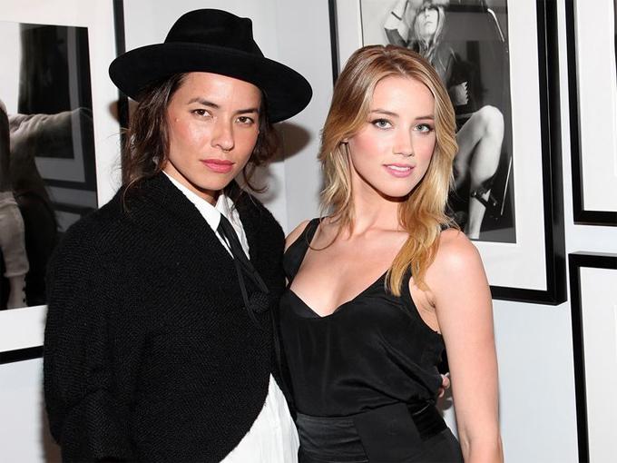 Amber bên nữ nhiếp ảnh gia Tasya Van Ree năm 2009.