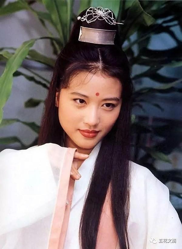 Sinh thời, nhà văn Kim Dung đánh giá Châu Hải My là hiện thân hoàn hảo nhất của Chu Chỉ Nhược trên phim. Ở cô vừa có nét đoan trang, hiền thục, vừa có chút tà khí. 25 năm sau lần bén duyên Ỷ Thiên Đồ Long ký lần đầu tiên, người đẹp Hong Kong trở lại tác phẩm này qua vai diễn Diệt Tuyệt sư thái trong bản phim mới lên sóng.