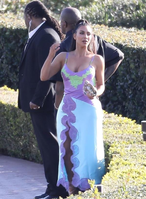 Chiều ngày 10/3, Kim Kardashian và Kanye West tham dự lễ cưới của đồng nghiệp Chance The Rapper.