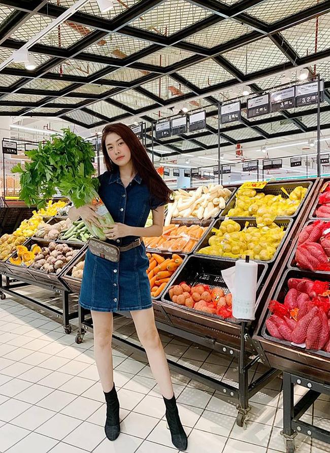 Bà mẹ hai con cho biết cô em họ Susie Nguyễn đang sống tại Australia chính là người đã truyền rất nhiều kinh nghiệm và cảm hứng cho cô đối với chế độ ăn uống lành mạnh, đặc biệt là món nước ép cần tây.