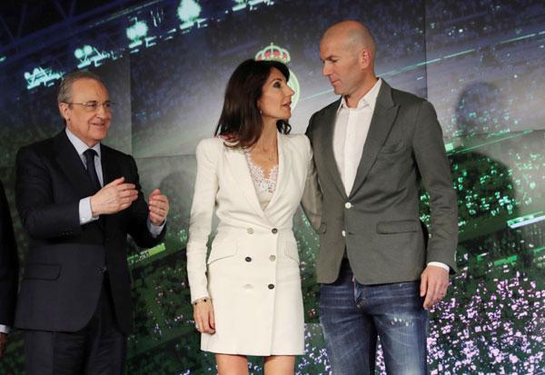 Sau bài phát biểu, Zidane chụp ảnh cùng vợ và chủ tịch Perez. Ở lần ra mắt đầu tiên năm 2016, bà xã Veronique và 4 con trai đều tới dự nhưng lần này chỉ có Veronique. Tôi đã không ở đây nếu cảm thấy sợ sệt. Tôi là người suy nghĩ tích cực. Sau vài tháng nghỉ ngơi, tôi sẵn sàng trở lại đối mặt với thánh thức. Chủ tịch Real Madrid đã gọi cho tôi và tôi muốn trở lại. Thời cơ đã đến và đây là một cơ hội lớn, HLV Real khẳng định