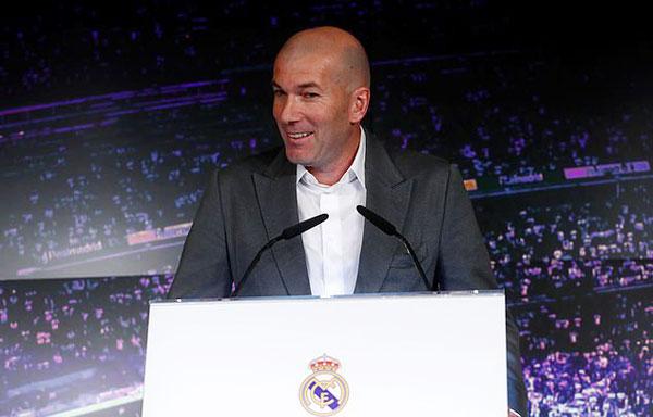 Về phương diện cá nhân, Zidane tỏ ra tiếc khi đội bóng đá bán C. Ronaldo. Khi được hỏi về tương lai các cầu thủ, HLV người Pháp