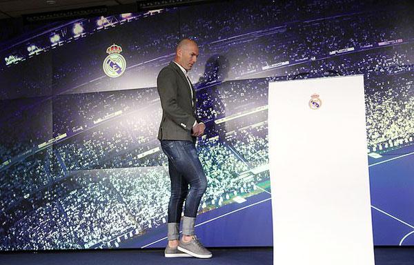 Zidane sẽ thay thế đồng đội cũ Solari dẫn dắt Real ở nửa sau của mùa giải.