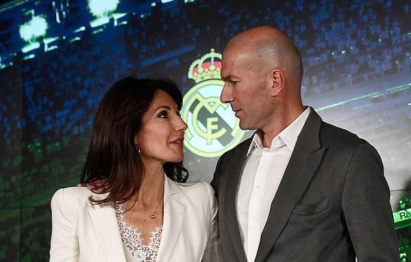 Sau buổi họp báo, vợ chồng Zidane rời đi. Ngày 12/3, tân HLV sẽ có buổi tập đầu với các cầu thủ chuẩn bị cho trận gặp Celta Vigo trên sân nhà Bernabeu vào ngày 16/3.