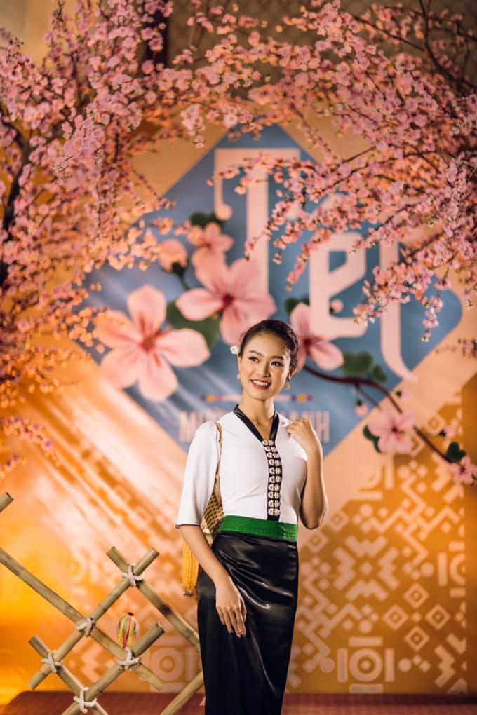 Người đẹp chia sẻ rất thích không gian Tết Tây Bắc tái hiện tại khách sạn Mường Thanh.