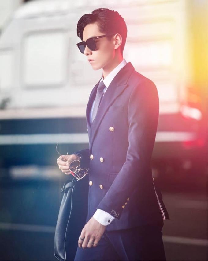 Giang thầnHồ Nhất Thiên, nam diễn viên nổi tiếngtrên màn ảnh Hoa Ngữ xuất hiện lịch lãm vớisuit và kính mát wayfarer.