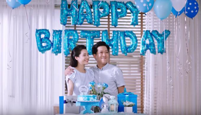 Mở đầu video là những khoảnh khắc hạnh phúc của cặp đôi Trường Giang - Nhã Phương. Cả hai lên kế hoạch chuẩn bị sinh nhật cho cô công chúa nhỏ.