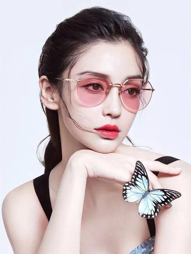 Kính mắt Molsion là món phụ kiện không thể thiếu trong tủ đồ của mỗi fashionista.
