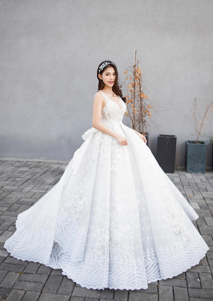Váy cưới đính ren cho xuân hè 2019