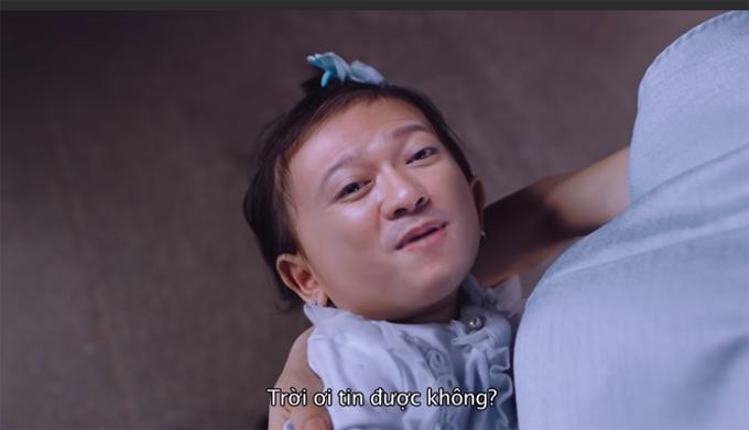Khuôn mặt giống-cha-y-như-đúc của bé cưng nhà Trường Giang – Nhã Phương, đã vậy bé còn hát rất trôi chảy bài hit