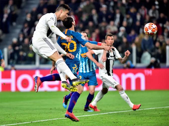 C. Ronaldo tỏa sáng rực rỡ với ba bàn trong chiến thắng 3-0 trước Atletico Madrid, qua đó giúp Juventus ngược dòng thắng chung cuộc 3-2 giành vé tứ kết.