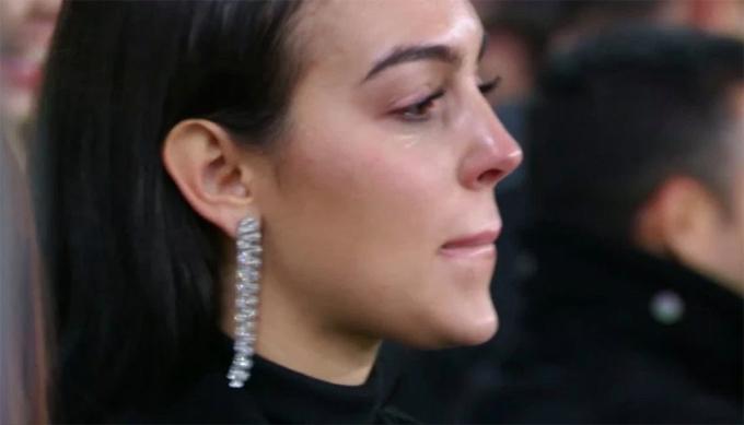 Trận đấu để lại nhiều cảm xúc với hình ảnh bạn gái Georgina Rodriguez khóc trên khán đài vì hạnh phúc.