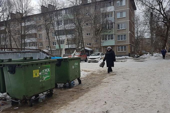 Đứa bé bị mẹ vứt vào thùng rác gần nhà sau khi chào đời. Ảnh: kem.kp.