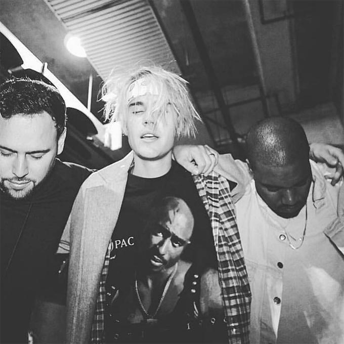 Mới cuối tuần trước, Justin còn đăng ảnh phờ phạc bên người quản lý và rapper Kanye West.
