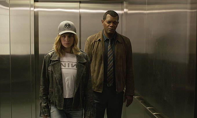 Brie Larson vai Carol Denvers - Captain Marvel và Samuel L. Jackson vai Nick Fury.