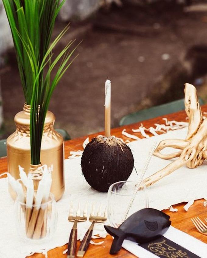 Trang trí tiệc cưới bãi biển với trái dừa