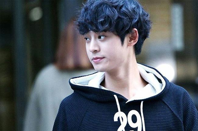 Ca sĩ Jung Joon Young.