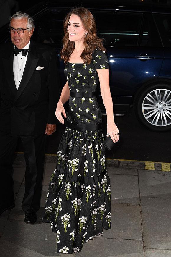 Tối 12/3, Kate cùng các ngôi sao hạng A của Anh bao gồm vợ chồng David Beckham, siêu mẫu Kate Moss, Naomi Campbell và Bianca Jagger đã quy tụ tại buổi tiệc gây quỹ từ thiện ở phòng Trưng bày chân dung quốc gia London, theo Mirror.