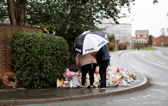 Đám tang ngập gấu bông của 4 đứa trẻ một nhà thiệt mạng vì hỏa hoạn - 12