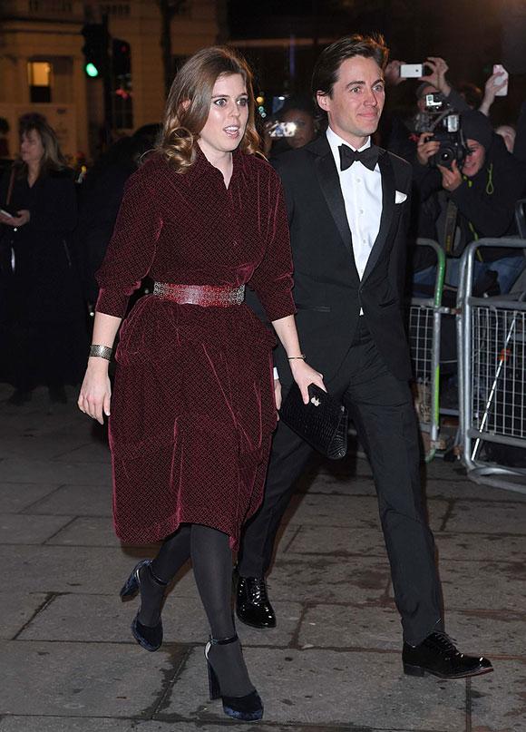 Bà mẹ ba con không phải là thành viên hoàng gia duy nhất tham dự sự kiện. Em họ của chồng cô, Công chúa Beatrice, cũng lần đầu xuất hiện trên thảm đỏ cùng bạn trai Edoardo Mapelli Mozi.