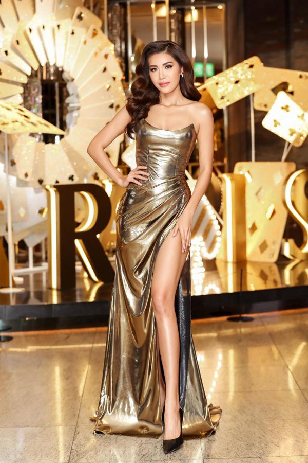 Sao Việt và những mẫu váy xẻ đốt mắt người nhìn - 3
