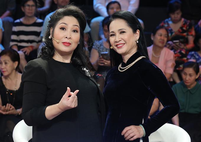 Hai bà mẹ chồng Hồng Vân, Lan Hương vui vẻ hội ngộ.