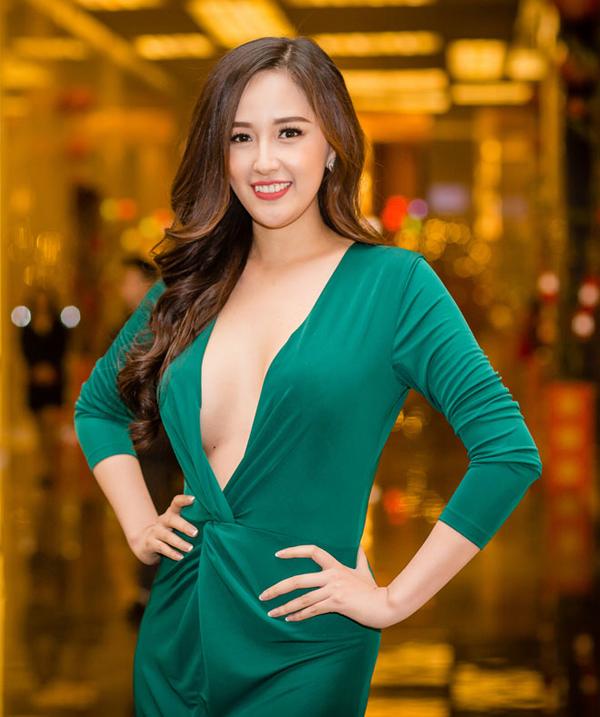 Sao Việt và những mẫu váy xẻ đốt mắt người nhìn - 7