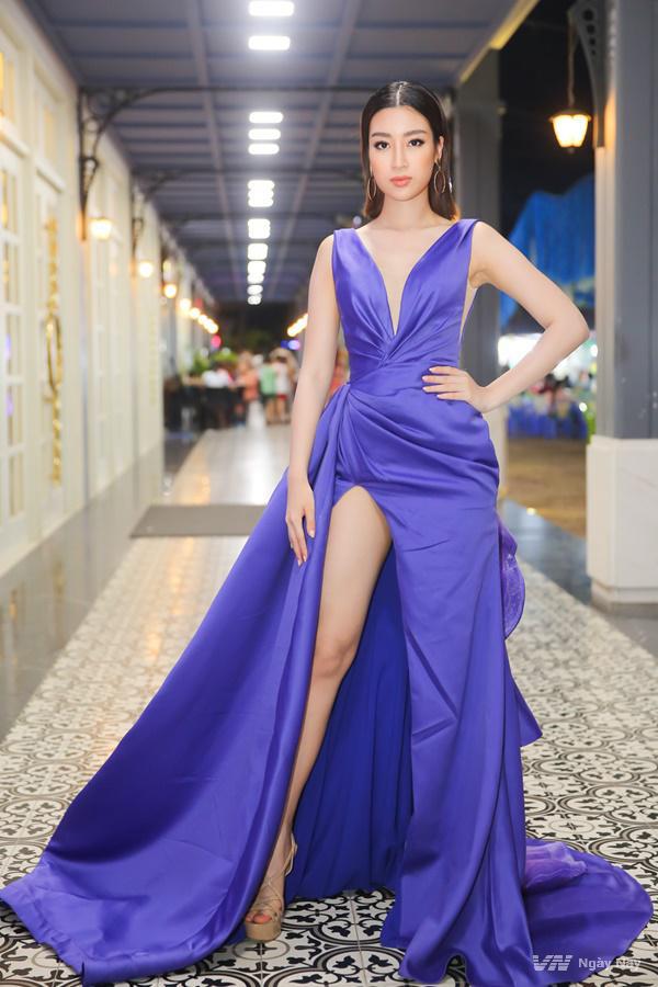 Sao Việt và những mẫu váy xẻ đốt mắt người nhìn - 5