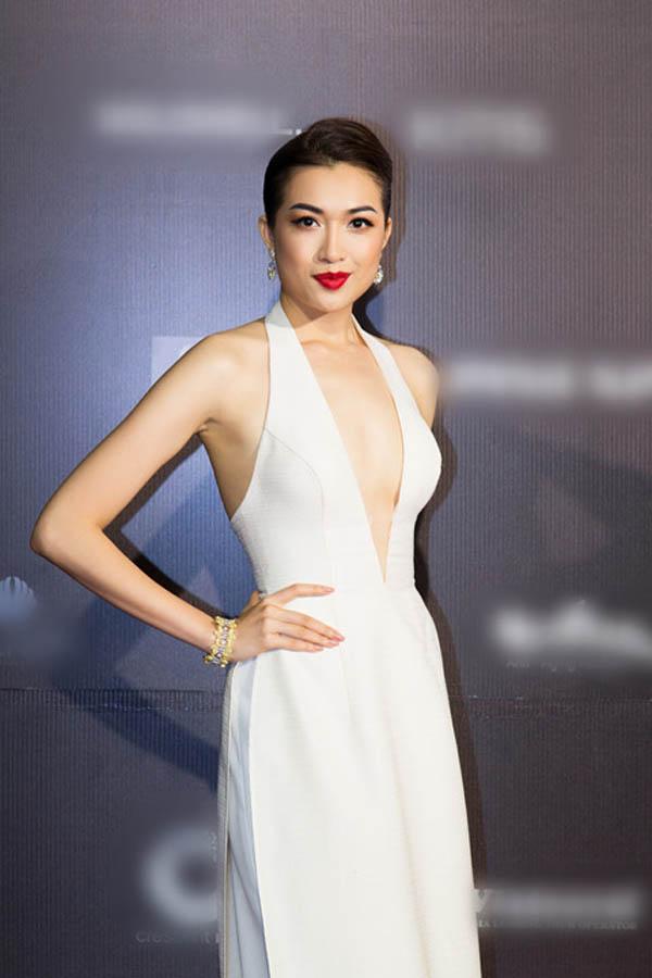 Sao Việt và những mẫu váy xẻ đốt mắt người nhìn - 8