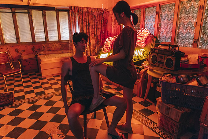 Tình cờ, Tiểu Mẫn quen biết Gia Hào (Ngô Khang Nhân đóng). Anh chàng đầu bếp mới chuyển tới tiệm ăn khiến tâm trí của Tiểu Mẫn xao động,giúp cô tìm lại khát khao tình yêu và nhục dục.