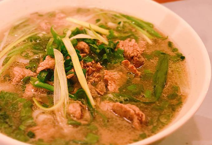 Đặc biệt, các loại gia vị, hương liệu, tiêu, ớt đều không đổi so với cửa hàng tại Việt Nam. Giá bán của 1 bát phở là 840 yên (tương đương 175.000 đồng).tri_caphe