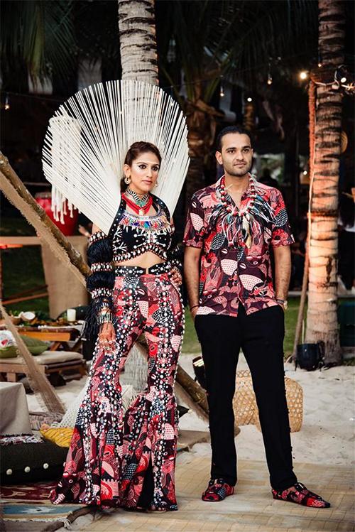 Cô dâu Kaabia Grewal là đồng sáng lập thương hiệu trang sức xa xỉ The Outhouse tại Ấn Độ. Còn vị hôn phu Rushang Shah của cô là mộtngười kín tiếng, con trai đại gia Nitin Shah. Uyên ương là cặp đại gia đầu tiên của Ấn Độ chọn tổ chức tiệc cưới ở Việt Nam.