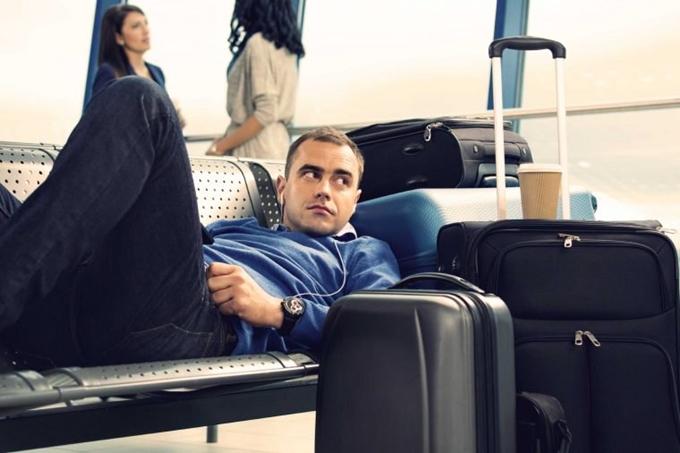 Khi chuyến bay bị hủy, nhân viên hãng sẽ tìm phương pháp thay thế, đưa bạn lên chuyến sớm hoặc trễ hơn. Tuy nhiên thực tế, bạn có thể yêu cầu hoàn tiền nếu muốn.