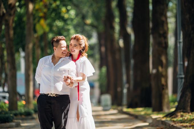 Ảnh cưới của cặp đồng tính nữ vượt nửa vòng trái đất để yêu