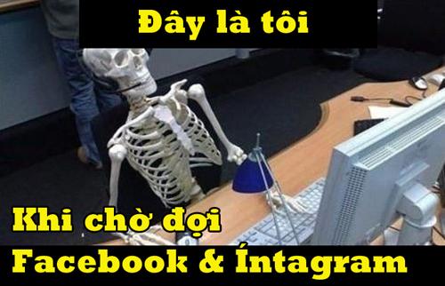 Người người mỏi mòn chờ đợi sự trở lại của Facebook.