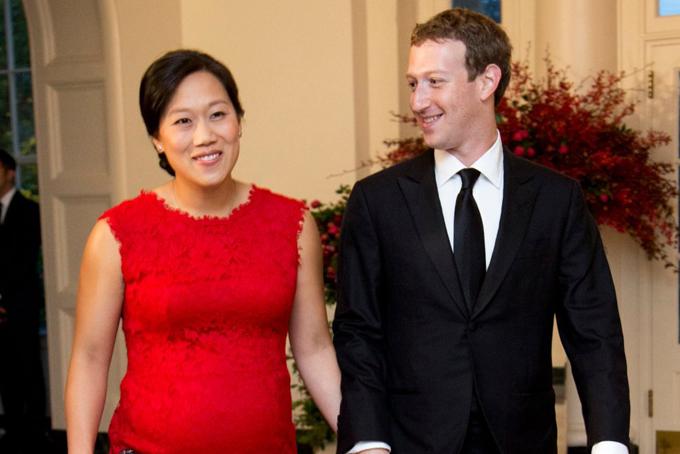 Mark Zuckerberg là CEO Facebook - mạng xã hội lớn nhất thế giới. Tài sản ròng của anh ước tính vào khoảng 74 tỷ USD, giàu thứ 5 thế giới, theo bảng xếp hạng Billionaires của Bloomberg. Dù vậy, anh không có thói quen tiêu tiền như nhiều người giàu có khác, nhất là về trang phục, xe hơi hay du lịch.