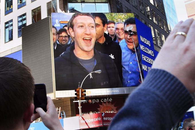 Tháng 5/2012, 8 năm sau khi thành lập, Facebook phát hành cổ phiếu trên sàn chứng khoán New York. Thời điểm đó, đây là vụ IPO lớn nhất lịch sử công nghệ. Từ đó đến nay, mỗi năm Zuckerberg lại bỏ túi thêm 9 tỷ USD.