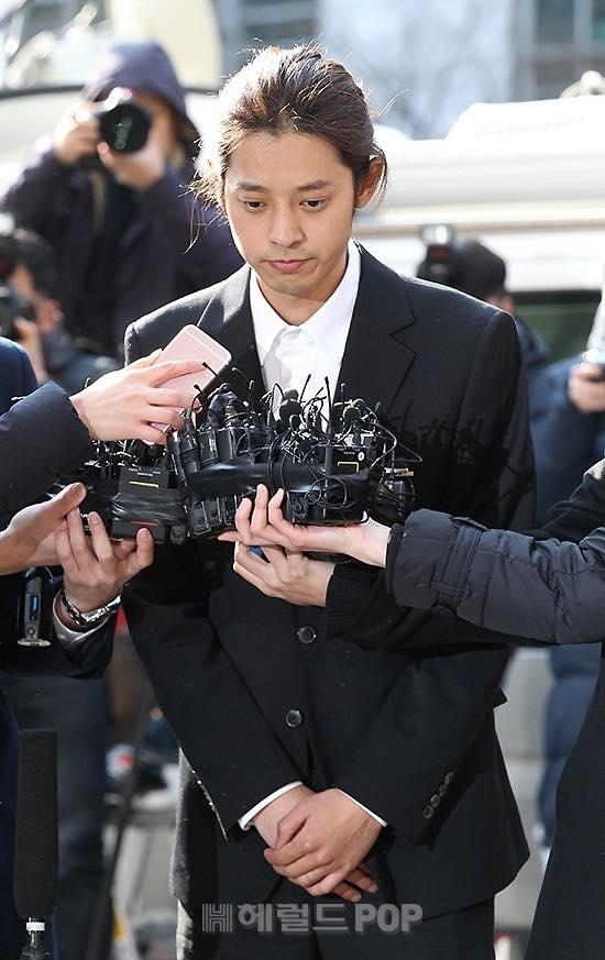 Jung Joon Young bị tố cùng bạn chuốc thuốc ngủ, hiếm fan dưới vị thành niên
