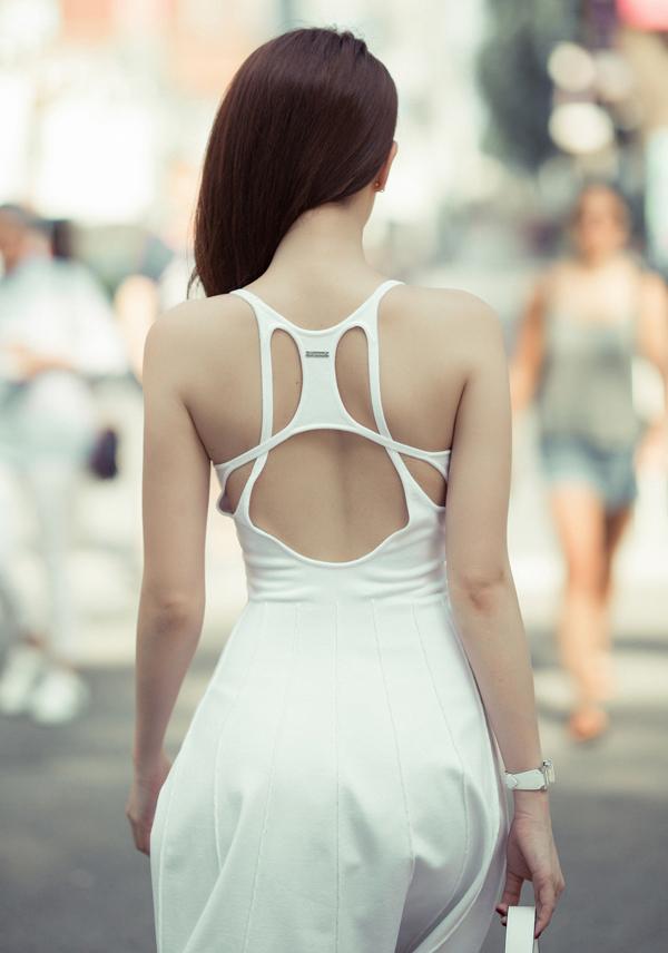 Vòng eo 56 cm và làn da trắng mịn nuột nà của Ngọc Trinh khiến nhiều người ngưỡng mộ.