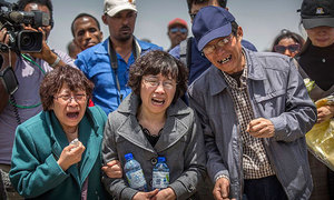 Người thân gào khóc tại hiện trường tai nạn máy bay Ethiopia