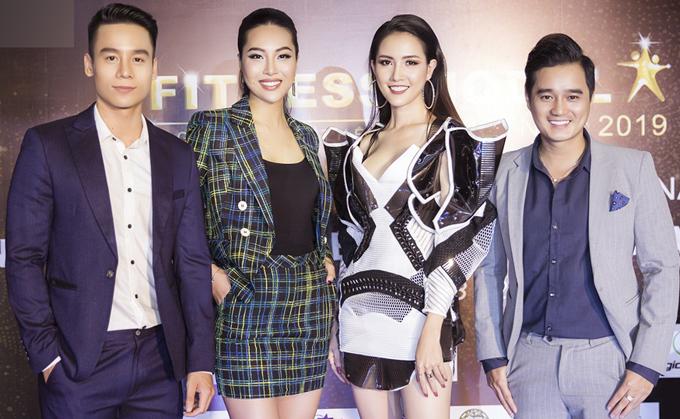 Nam vương Thế giới 2018Cao Xuân Tài (ngoài cùng bên trái) và MC Bá Niên diện vest lịch lãm đi xem thi Người mẫu Thể hình.