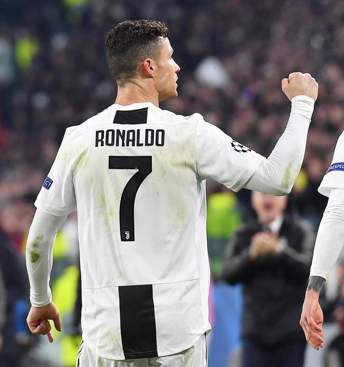C. Ronaldo được ví như Thánh sống, Quái vật - 5