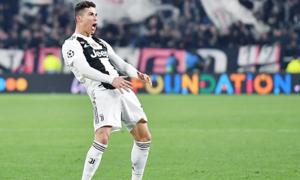 C. Ronaldo được ví như 'thánh sống', 'quái vật'