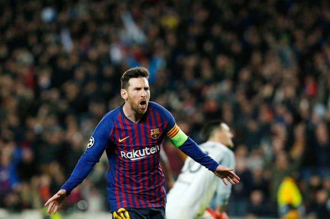 Messi lập cú đúp góp phần vào chiến thắng 5-1 của Barca trước Lyon