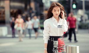 Ngọc Trinh diện đồ hiệu trăm triệu dạo phố Singapore